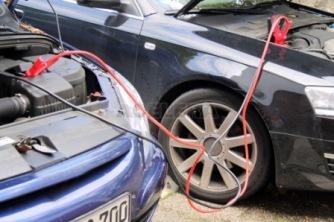coche sin bateria pinzas de arranque